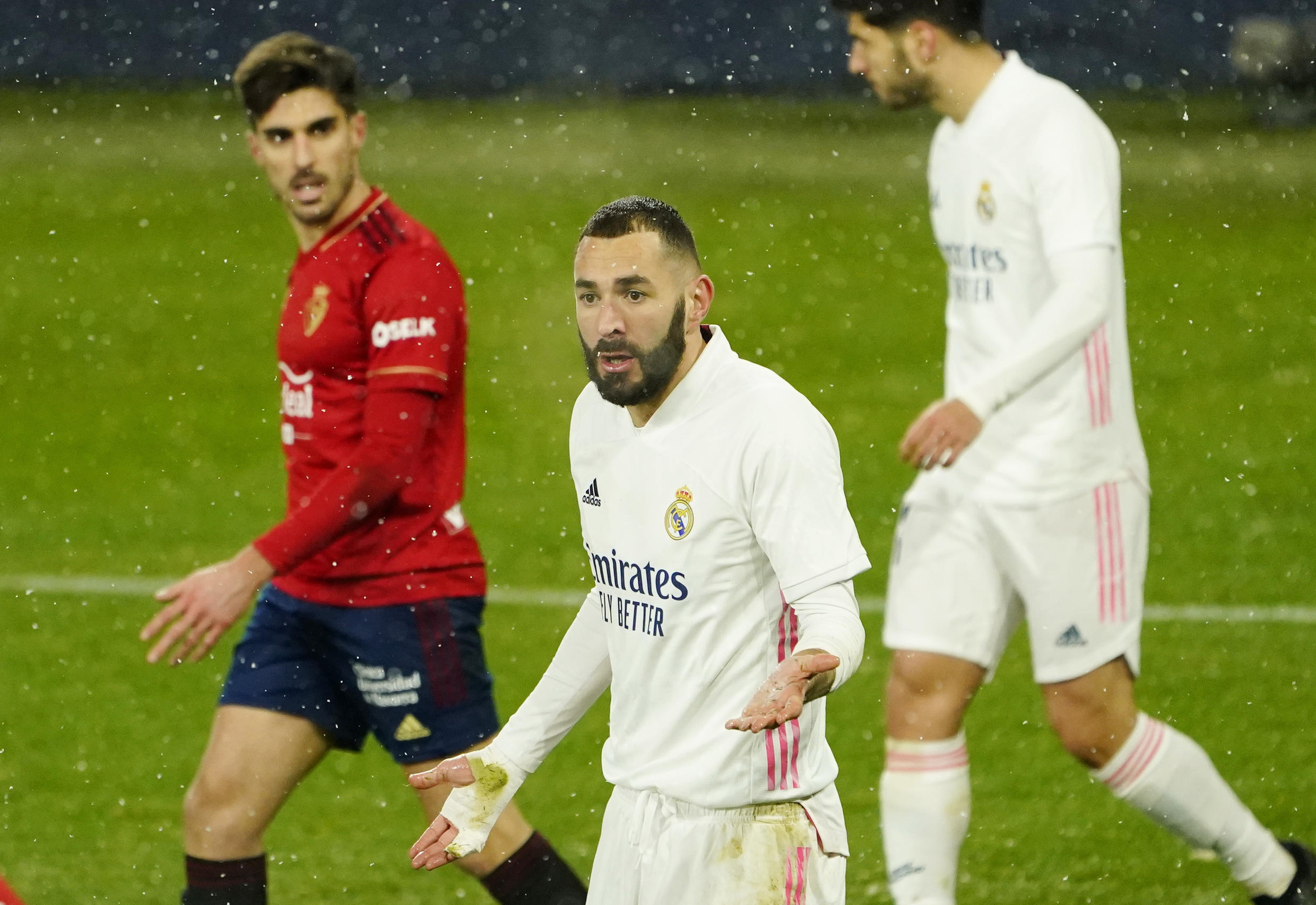 2021-01-09T212205Z_544630130_UP1EH191NCTGF_RTRMADP_3_SOCCER-SPAIN-OSA-MAD-REPORT