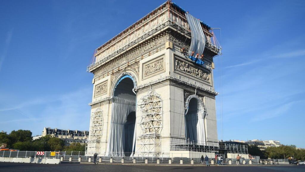 Avant l'Arc de triomphe, l'emballage du Pont-Neuf par Christo avait déjà fait polémique