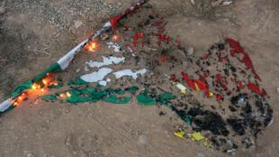 Una bandera de Kurdistán quemada en Kirkuk, Irak, el 16 de octubre de 2017.