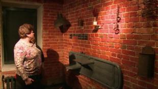 Le musée d'État sur la terreur stalinienne a une atmosphère volontairement angoissante.
