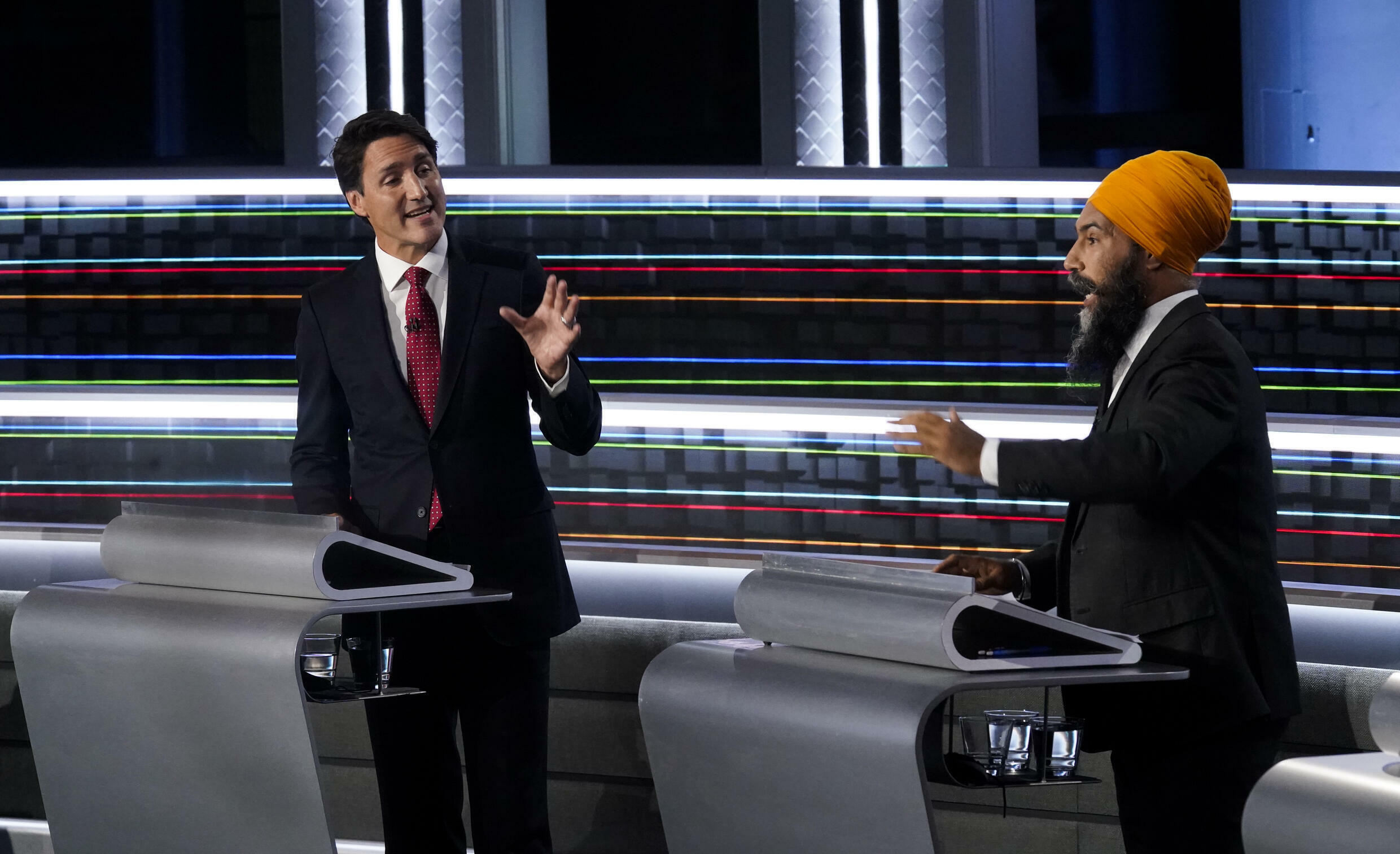 NDP leader Jagmeet Singh (R) spars with Canadian Prime Minister Justin Trudeau in a debate ahead of September 20 snap elections
