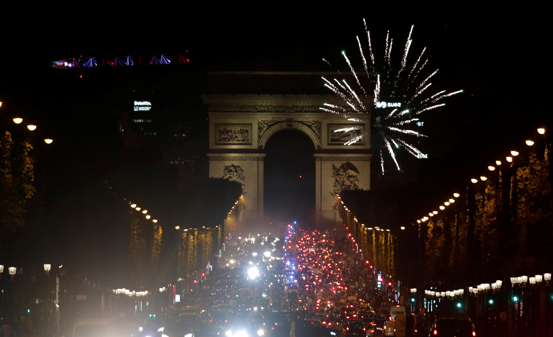 En la capital francesa se vieron fuegos artificiales tras la victoria del PSG en la Liga de Campeones.