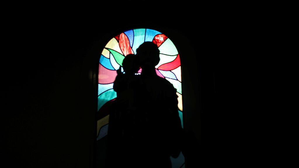 La estatua de San José se ve en la iglesia católica de San Francisco de Asís en Jebel Ali, mientras los católicos esperan una visita histórica del Papa Francisco a los Emiratos Árabes Unidos, en Dubai, Emiratos Árabes Unidos, 18 de enero de 2019.