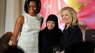 سمر بدوي خلال تسلمها جائزة الشجاعة في 2012