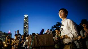 En esta foto, tomada el 5 de agosto de 2016, Andy Chan, líder del proindependentista Partido Nacional de Hong Kong (HKNP),  ofrece una conferencia de prensa al comienzo de una protesta cerca de las oficinas centrales del gobierno en Hong Kong. Las autoridades de esa ciudad declararon ilegal el HKNP, un partido que promueve la independencia, el 24 de septiembre, la primera decisión de este tipo desde que la ciudad fue entregada al gobierno de China por los británicos, hace 21 años.