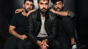 (g-d): les musiciens Haig Papazian, Carl Gerges et Hamed Sinno du groupe Mashrou'Leila en novembre 2017 à New York