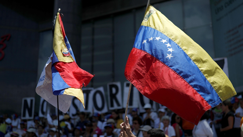 Los partidarios de la oposición participan en una manifestación contra el presidente del Gobierno de Venezuela, Nicolás Maduro, y para conmemorar el 208 aniversario de la independencia del país en Caracas, Venezuela, 5 de julio de 2019