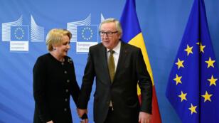 Le président de la Commisision européenne, Jean-Claude Juncker, et la Première ministre roumaine, Viorica Dăncilă, à Bruxelles, en février 2018.