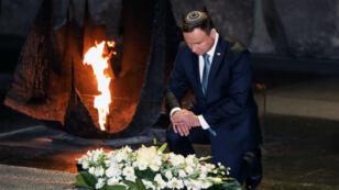 Le président polonais Andrzej Duda, le 17 janvier 2017, au Mémorial de la Shoah à Jérusalem.