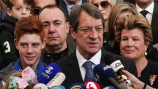 Durant la campagne, Nicos Anastasiades, 71 ans, s'est engagé après à relancer les pourparlers de réunification.