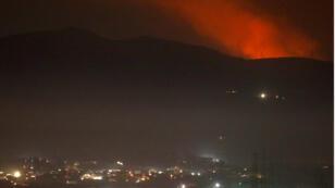De la fumée s'élevant près de Damas le 25 décembre 2018.