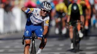El ciclista francés Julian Alaphilippe el 30 de agosto de 2020 tras ganar la segunda etapa del Tour de Francia 2020.