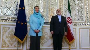 La chef de la diplomatie européenne, Federica Mogherini, a été reçue à Téhéran par le ministre iranien des Affaires étrangères, Mohammad Javad Zarif, le 16 avril 2016.