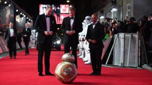 El príncipe William, duque de Cambridge y el príncipe Harry asisten al estreno europeo de Star Wars: The Last Jedi, en el Royal Albert Hall, Londres, Gran Bretaña 12 de diciembre de 2017.