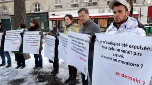 Un rassemblement de membres de la fondation Abbé Pierre contre les expulsions locatives en mars 2013.