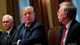 Imagen de archivo de una reunión en la Sala de Gabinete de la Casa Blanca en Washington D.C., Estados Unidos, el 9 de abril de 2018.