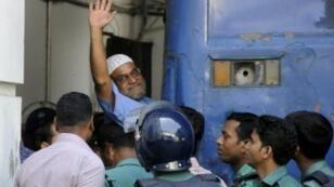مير قاسم علي احد ابرز قادة حزب الجماعة الاسلامية خلال نقله الى المحكمة 2 نوفمبر 2014