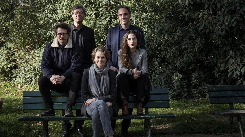 Les leaders du mouvement Place publique, Thomas Porcher, Jo Spiegel, Claire Nouvian, Raphaël Glucksmann et Diana Filippova (de gauche à droite) à Paris, le 5 novembre 2018.