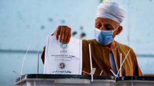 El presidente egipcio Sisi ha supervisado una amplia campaña contra la disidencia política desde que lideró la destitución en 2013 de Mohamed Mursi, de la Hermandad Musulmana.