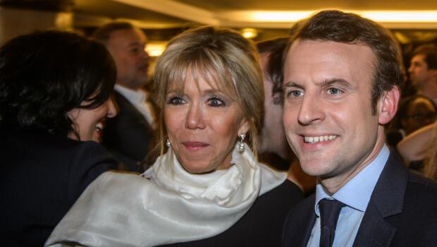 Emmanuel Macron et sa femme Brigitte Trogneux se sont affichés ensemble lors du dîner annuel du Crif le 22 février 2017.