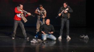 """Les trois acteurs de """"Djihad"""" sur la scène de la Merise à Trappes, le 15 avril 2016."""