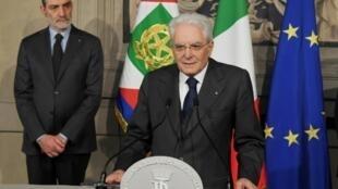 الرئيس الإيطالي سيرجيو ماتاريلا متحدثا إلى الصحافيين في روما في 13 نيسان/أبريل 2018