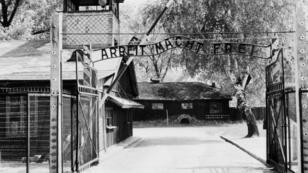 Entrée du camp de concentration et d'extermination d'Auschwitz-Birkenau.