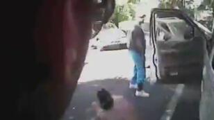 La police de Charlotte a publié samedi des vidéos de la mort de Keith Scott après que la ville a été perturbée par plusieurs nuits d'émeutes, en réaction à la mort de ce Noir de 43 ans, abattu par la police.