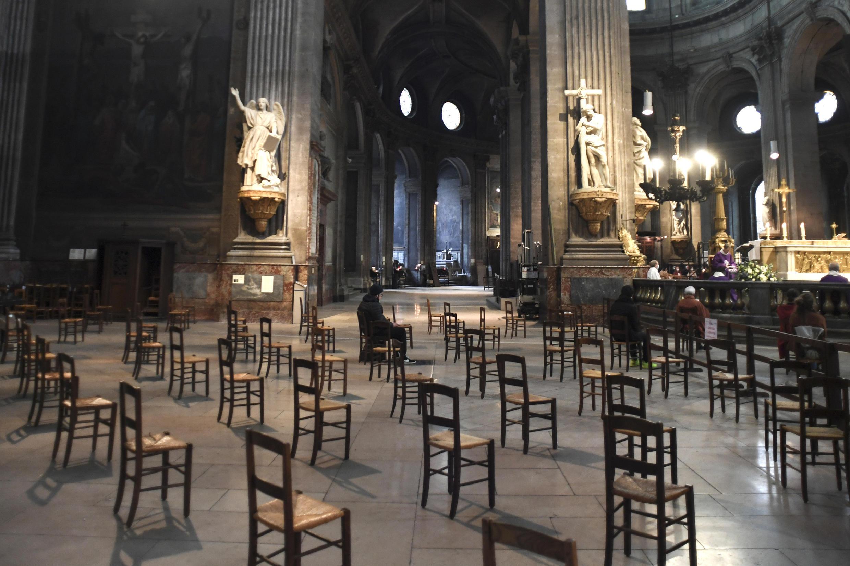 Un office à l'église Saint-Sulpice à Paris, le 29 novembre 2020