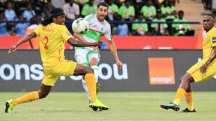 L'Algérie a démarré la CAN-2017 par un nul face au Zimbabwe, dimanche 15 janvier à Franceville.