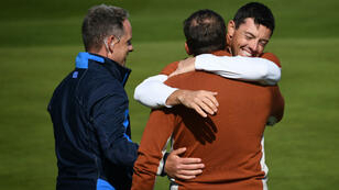 Sergio Garcia et Rory McIlroy célèbrent leur victoire matinale sous les yeux du vice-capitaine Luke Donald.