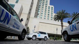 Los vehículos de las Naciones Unidas que llevan a los inspectores de la Organización para la Prohibición de las Armas Químicas (OPAQ) en Damasco.