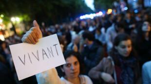 Une marche blanche du mouvement pro-vie organisée le 20 mai à Paris devant le ministère de la Santé.