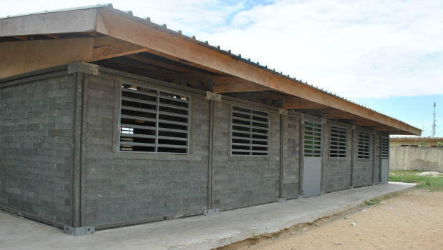 The improved classroom with wooden roof structure built at EPP Gonzagueville following consultations with teachers and parents.