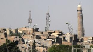 لقطة بعيدة لمئذنة الحدباء في مدينة الموصل