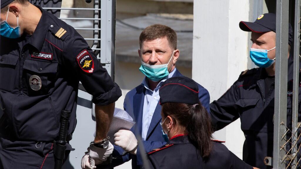 En esta imagen aparece el gobernador de la región de Jabárovsk Krai durante el momento de su detención el pasado 10 de julio de 2020.