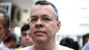 Le pasteur américain Andrew Brunson, placé en résidence surveillée en Turquie, est au cœur des tensions entre Washington et Ankara.