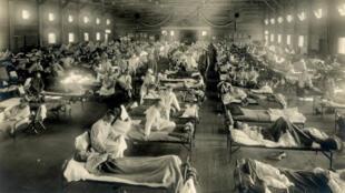 Un hôpital au Kansas durant l'épidémie de grippe espagnole, en 1918.