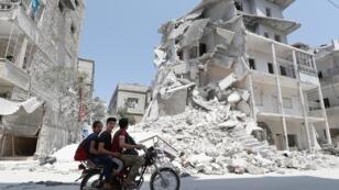 إدلب وسط الدمار جراء الغارات من طائرات سورية وأخرى روسية. 2 أغسطس/آب 2019