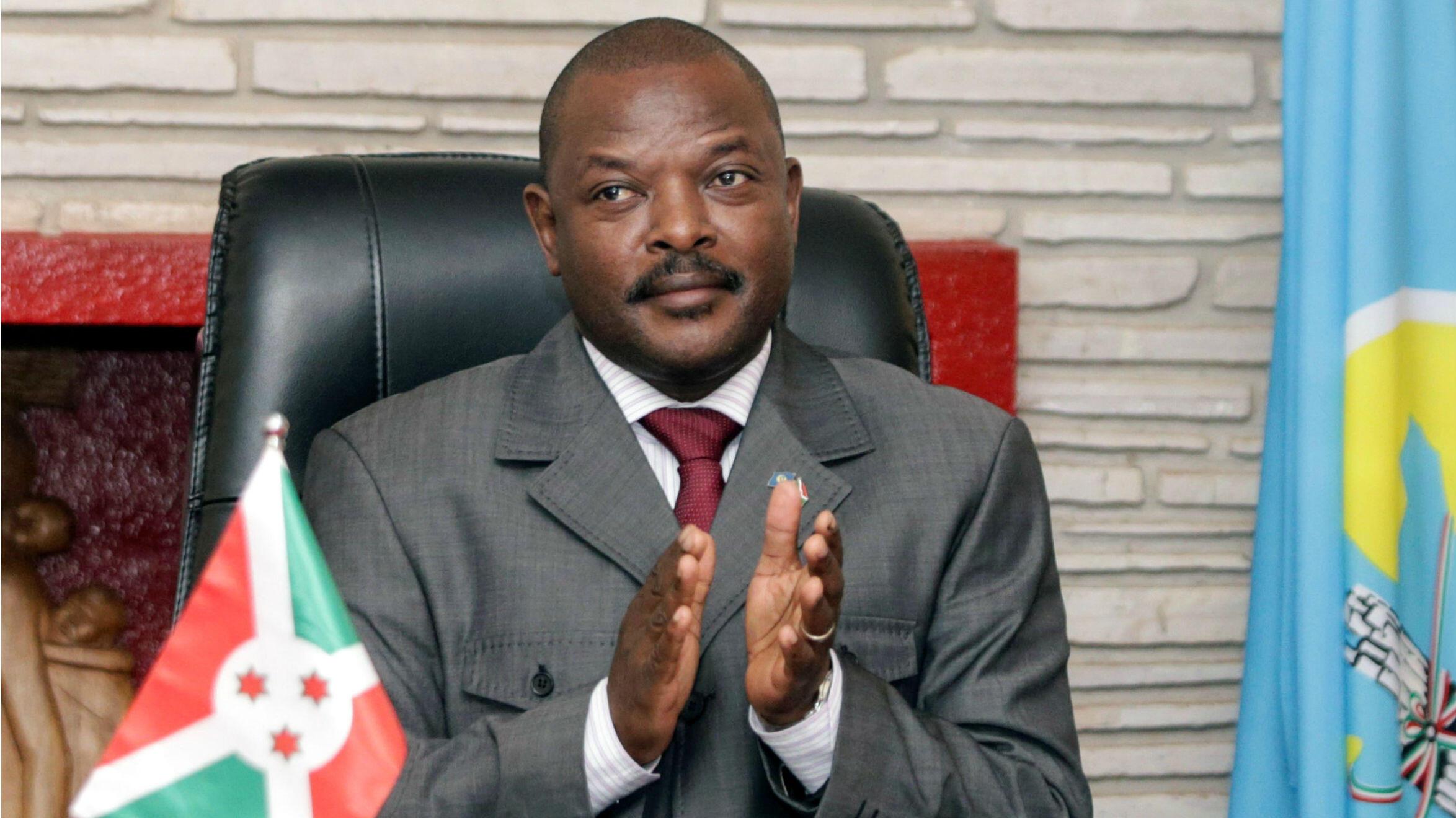 El presidente de Burundi, Pierre Nkurunziza, es acusado de crímenes de lesa humanidad por la muerte de civiles durante la manifestaciones de 2015