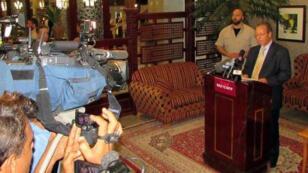 الموفد الدولي إلى اليمن جمال بن عمر خلال مؤتمر صحافي في عدن في 26 فبراير 2015