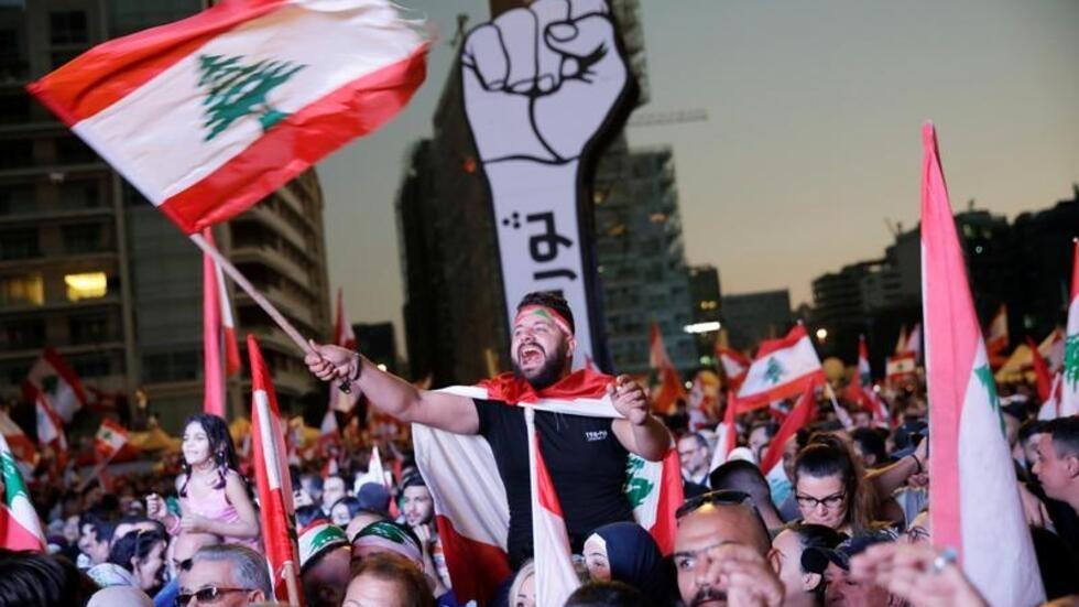 """Résultat de recherche d'images pour """"الحراك في ساحة الشهداء مستمر"""""""""""