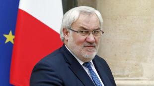 Jean-Marc Todeschini, le secrétaire d'État chargé des Anciens combattants, souhaite se rendre à Sétif pour le 70e anniversaire du massacre de 1945.