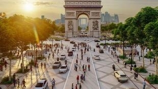 Greener, quieter, less polluted: A vision of the Champs-Élysées in 2030.