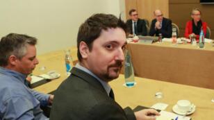 Laurent Brun, secrétaire général de la CGT-Cheminots, lors d'une réunion avec la ministre des Transports,  Elisabeth Borne.