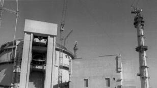 Le réacteur nucléaire de Bouchehr en construction en 1996