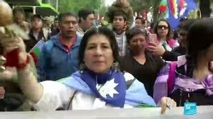 2020-10-19 08:13 Chileans clang pots, rally in Santiago to mark anniversary of 2019 protests