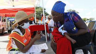 مركز فحص لفيروس كورونا في مقاطعة ليمبوبو في جنوب أفريقيا.