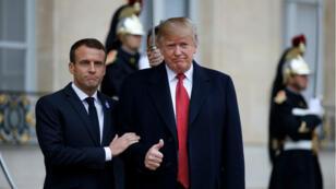 Donald Trump accueilli par Emmanuel Macron sur le perron de l'Élysée, le 10 novembre 2018.