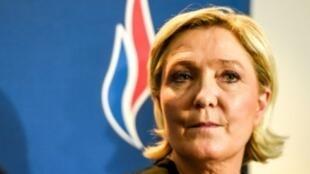 مارين لوبن أثناء مؤتمر الجبهة الوطنية في آذار/مارس 2018 في مدينة ليل شمال فرنسا.